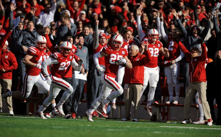 Nebraska Cornhuskers defensive back Nate Gerry (25) runs back a blocked field goal for a touchdown during a game on Saturday at Memorial Stadium in Lincoln. (© Matt Gade)